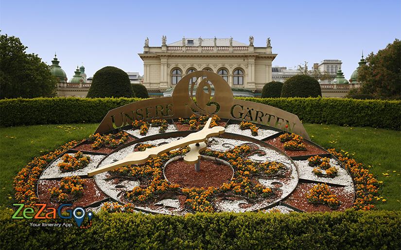 שעון הפרחים בשטאט פארק של וינה