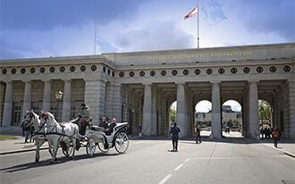 שער בורגתור - Ausseres Burgtor