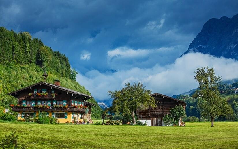 לטייל בין נופים המרהיבים והמקומות הקסומים של אוסטריה