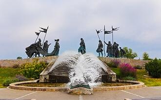האנדרטה לניבלונגים  - Monument to the Nibelungs