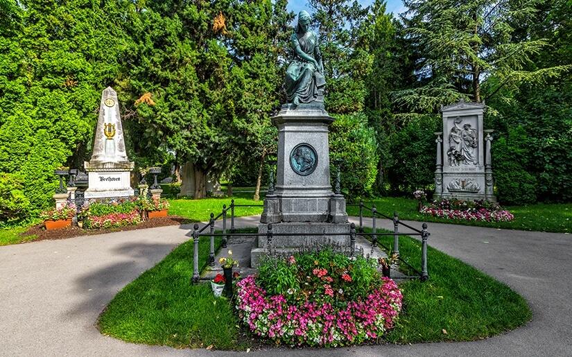 חלקת גדולי המוסקאים בית הקברות צנטרלפרידהוף - הקבר של בטהובן