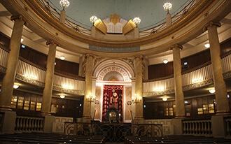 העיר העתיקה: מבית הכנסת העירוני לבית האופרה
