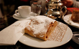 קפה דמל  - Cafe Demel
