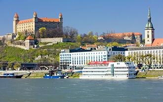 מוינה לברטיסלבה - לטייל בין שתי ערי בירה קסומות