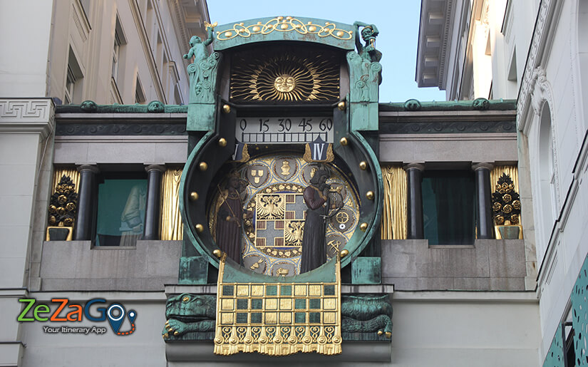 שעון בעיצוב ארט נבו
