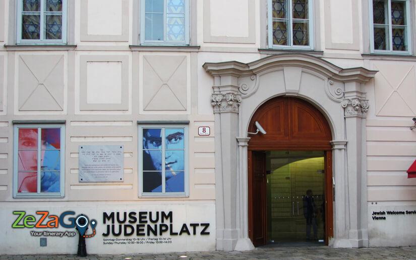 הכניסה למוזיאון היהודי בכיכר היהודים