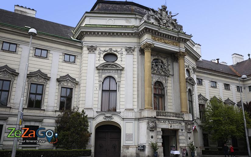 ארמון יפהפה שנבנה בסגנון הבארוק