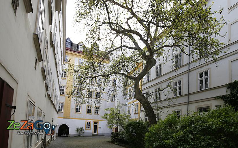 החצרות של סמטת הדם (Innenhofe Blutgasse)