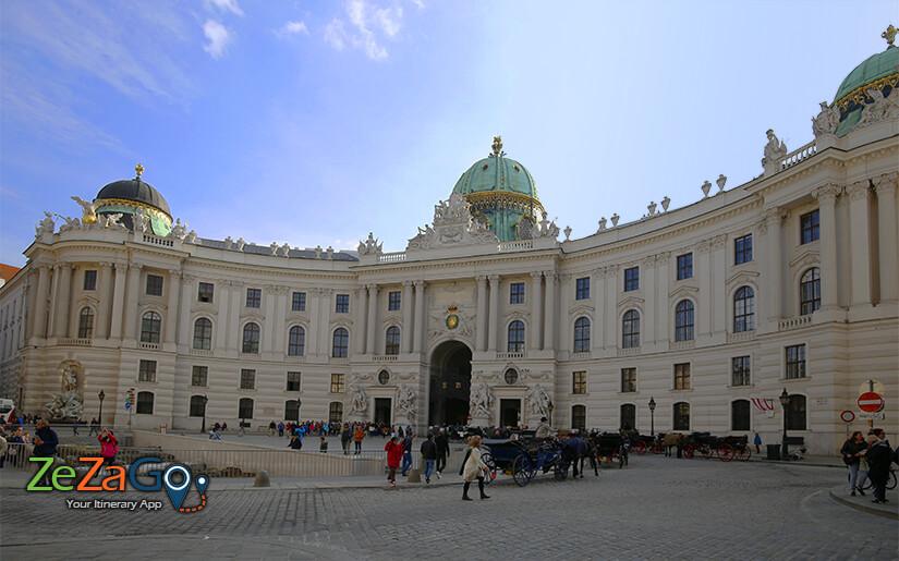 מיכאלאר פלאץ - הכיכר הוותיקה של וינה