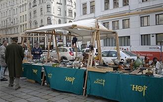 שוק הפשפשים אם הוף - Antiquitätenmarkt Am Hof