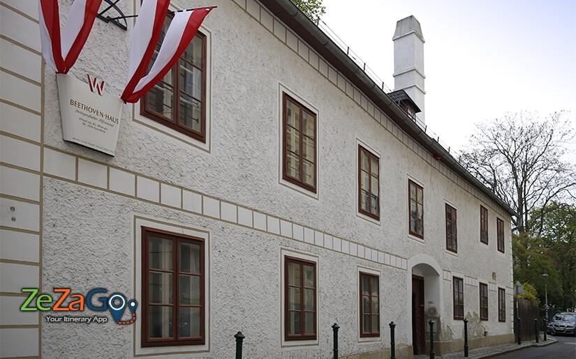 מבט מהרחוב על הבית של בטהובן בגרינציג