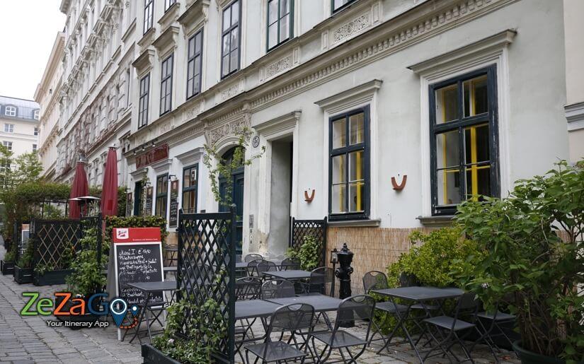 חנויות ובתי קפה בשכונת שפיטלברג