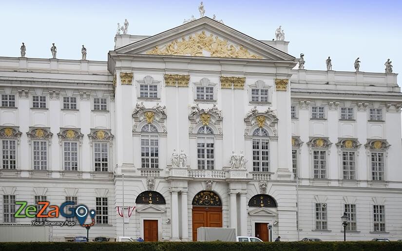 הארמון של האציל