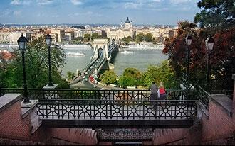 מוינה לבודפשט: מסלול יומי בעיר בודפשט