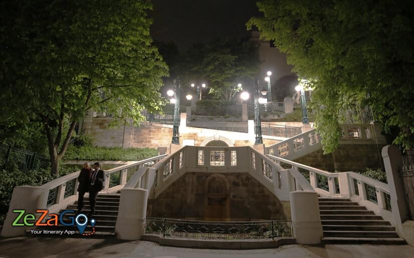 המדרגות בשטרודלהוף בלילה