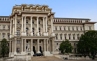 ארמון בית המשפט - Palace of Justice