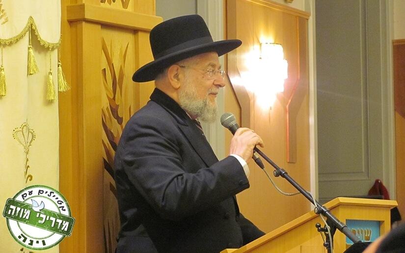 הרב ישראל לאו בביקור בבית הכנסת מזרחי בוינה