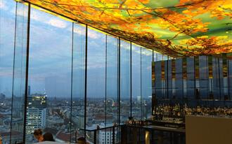 תצפית על העיר העתיקה ממלון Sofitel Vienna Stefandom